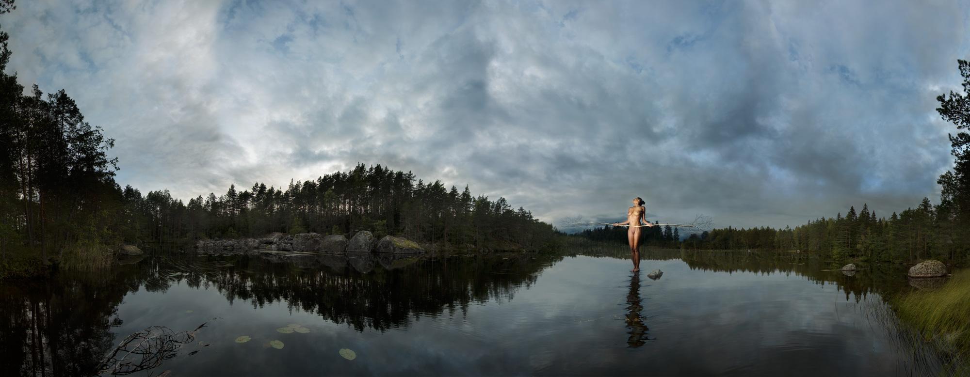KÄÄNNA JUURI IV. Fotografía y retoque digital. Lago Ritajarven, Hämeenkyrö, Finlandia