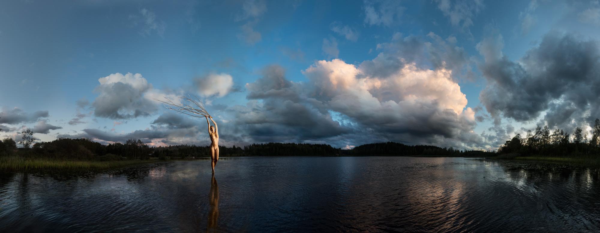 KÄÄNNA JUURI V. Fotografía y retoque digital. Lago Iso Hustu, Hämeenkyrö, Finlandia