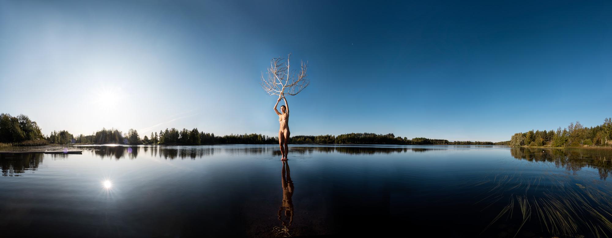 KÄÄNNA JUURI XI. Fotografía y retoque digital. Lago Mustianoja, Hämeenkyrö, Finlandia