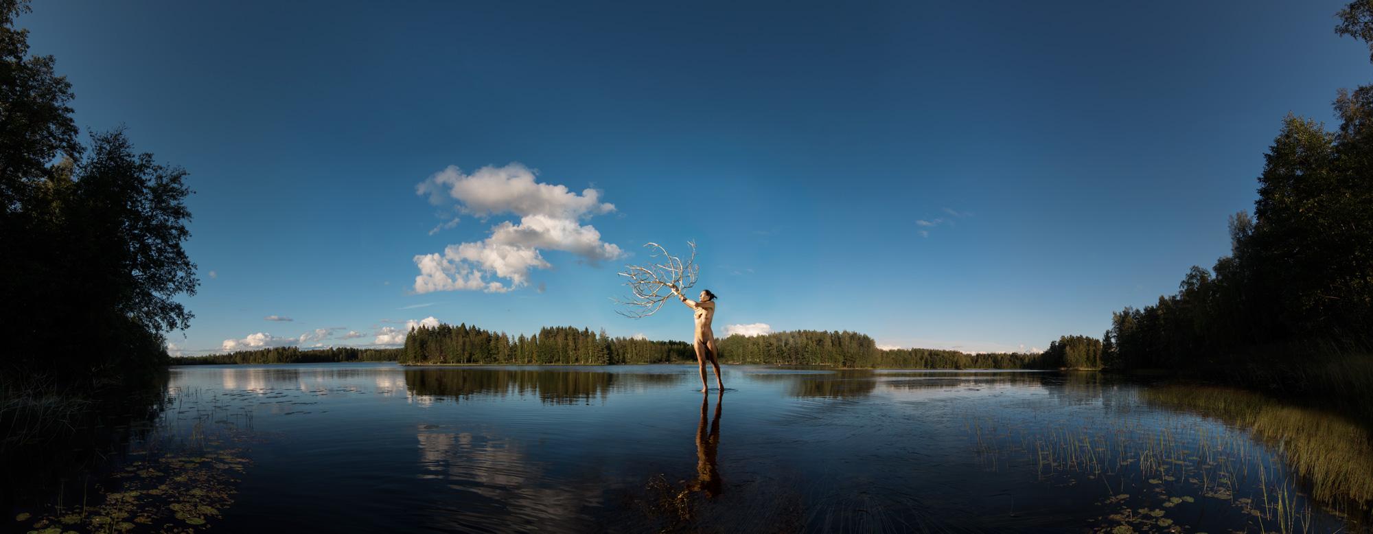 KÄÄNNA JUURI XIII. Fotografía y retoque digital. Lago Kelhajarvi, Hämeenkyrö, Finlandia